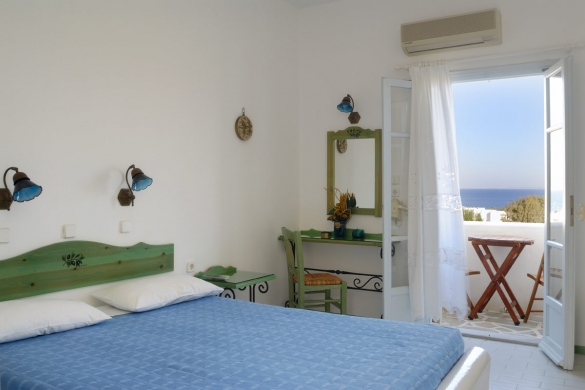 Paros island accommodation in Albatross hotel bungalows